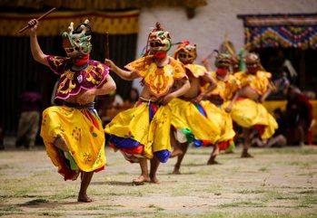 Un viaggio affascinante nel paese della felicità; tra tradizioni e cul...
