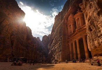 Dalla mitica Petra all'affascinante Jerash, alla scoperta delle testim...