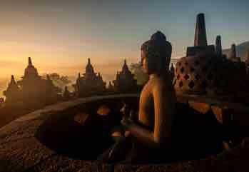 Infinite isole e avventure di ogni genere, una miriade di culture, pop...