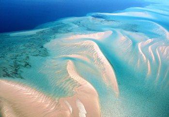 Un mare da sogno, con lodge esclusivi e acque spettacolari, avvolti da...