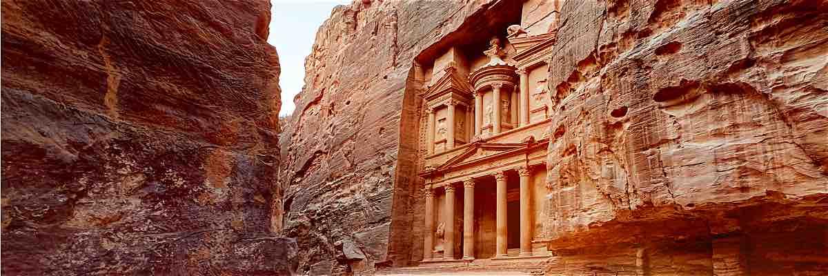 """Un viaggio completo per conoscere i """"must"""" della Giordania"""